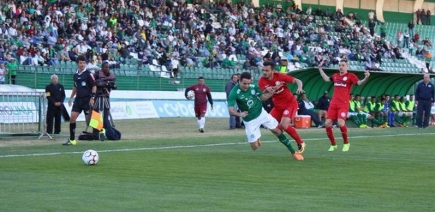 Guarani e Internacional se enfrentam no Estádio Brinco de Ouro da Princesa
