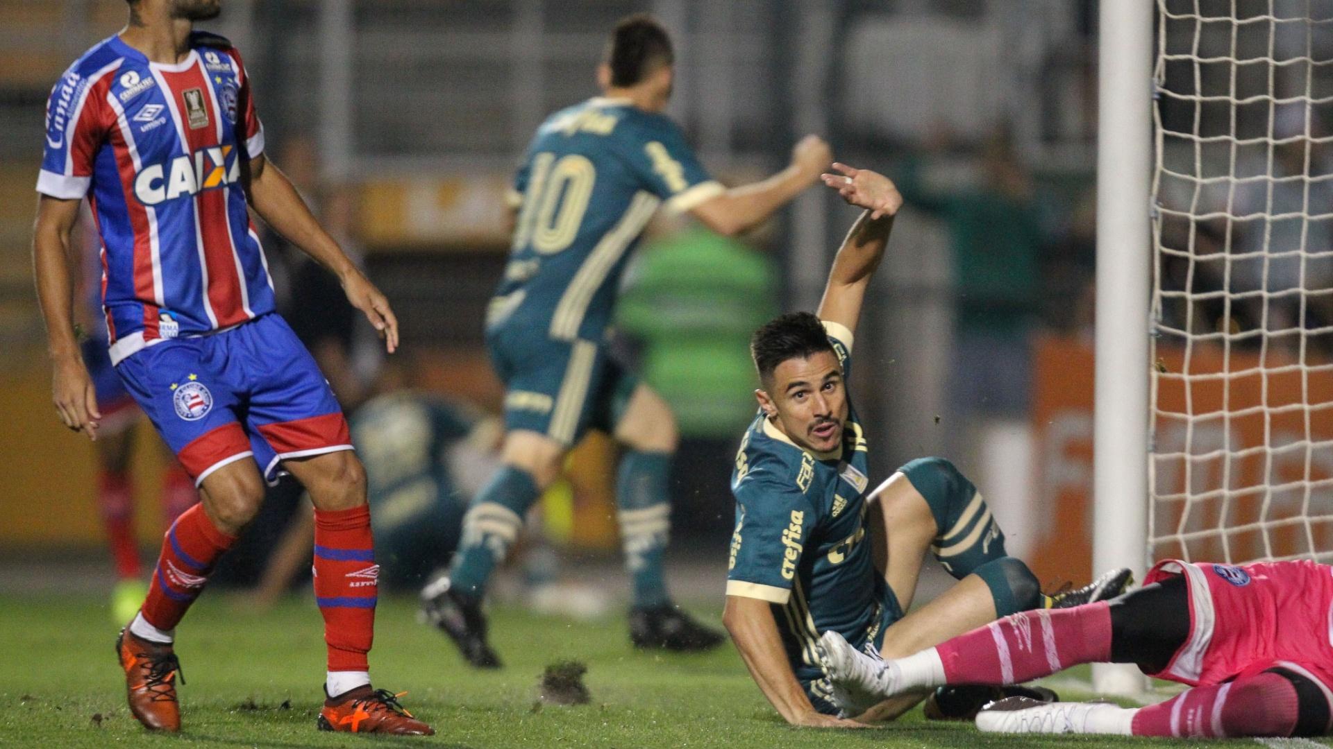 Willian comemora gol que abriu o placar para o Palmeiras contra o Bahia