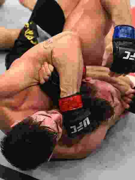 Antônio Cara de Sapato finaliza Jack Marshman no UFC São Paulo - Josh Hedges/Zuffa LLC/Zuffa LLC via Getty Images - Josh Hedges/Zuffa LLC/Zuffa LLC via Getty Images
