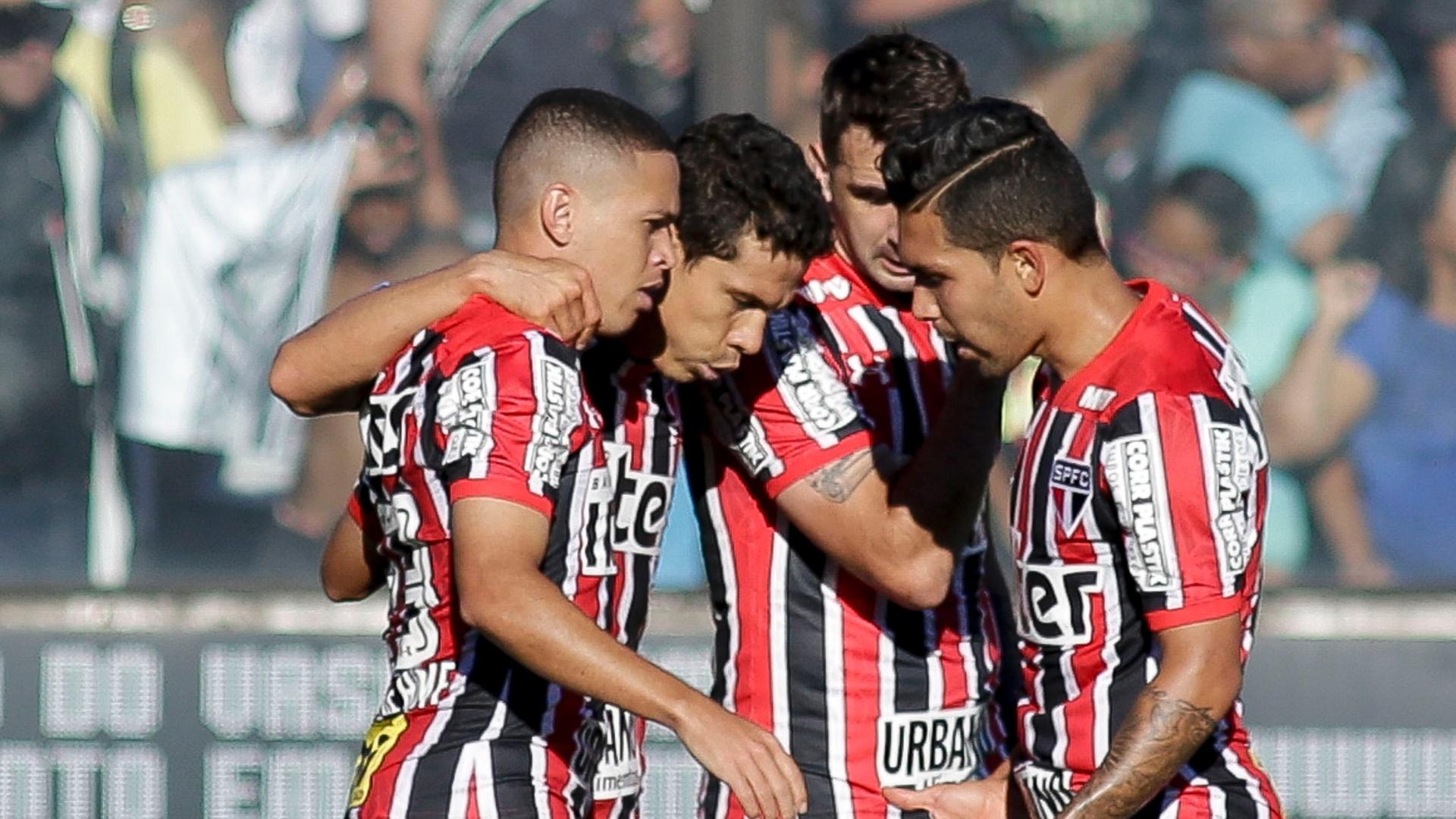 Jogadores do São Paulo comemoram gol de Marcos Guilherme sobre o Vasco