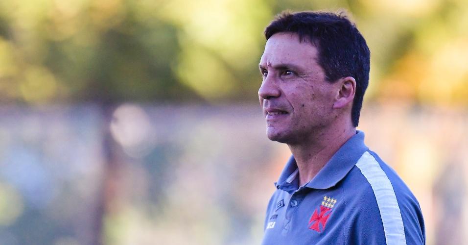 O técnico Zé Ricardo acompanha ao jogo entre Vasco e São Paulo