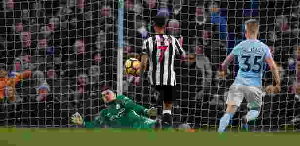 Murphy anota um gol para o Newcastle contra o Manchester City - Lee Smith/Reuters - Lee Smith/Reuters