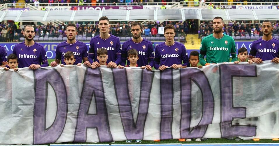 Atletas da Fiorentina homenageiam Davide Astori, que morreu de infarto