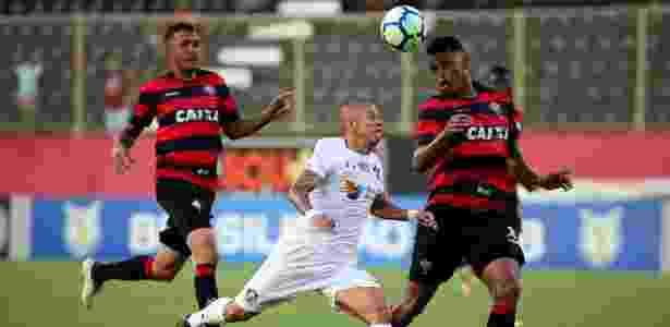 c0502aefef Fluminense aproveita escanteios e vira sobre o Vitória no Barradão ...