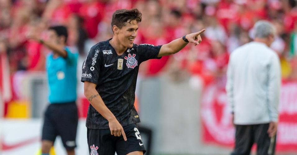 Mateus Vital comemora após marcar para o Corinthians contra o Internacional