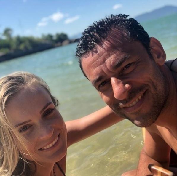 Fred, atacante do Cruzeiro, passa as férias com a namorada, em um resort, em Florianópolis, em Santa Catarina