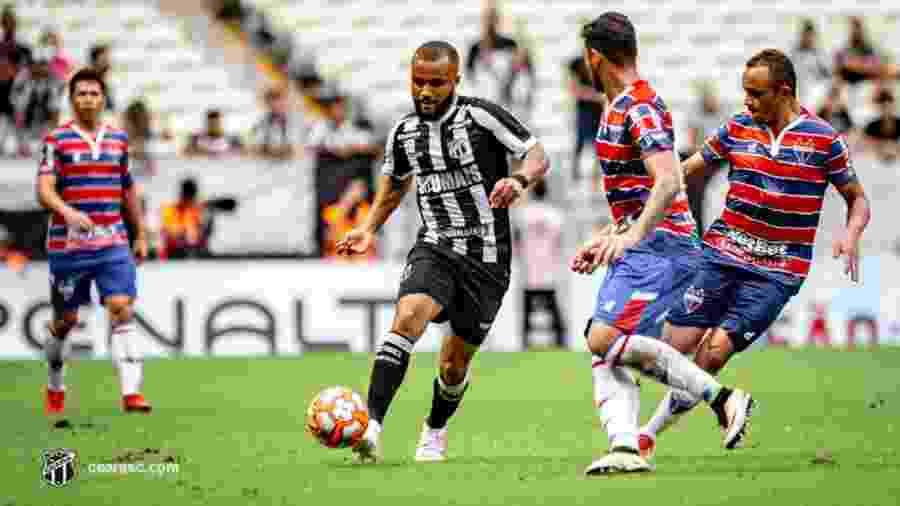 Samuel Xavier espera poder trocar camisa com Daniel Alves - Ceará
