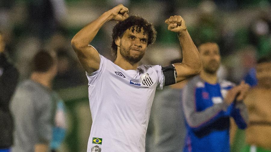 Victor Ferraz perdeu espaço na Vila Belmiro e Santos admite negociar lateral direito - Ricardo Luis Artifon/AGIF