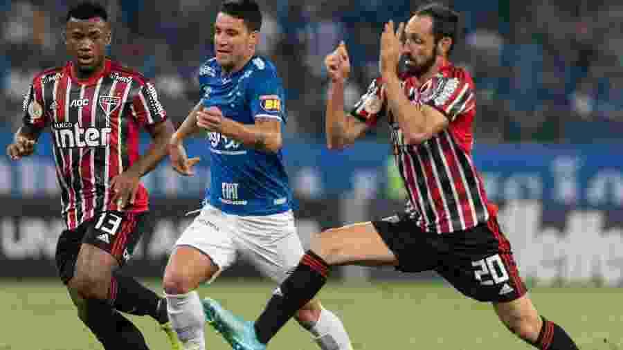 Thiago Neves, durante partida entre Cruzeiro e São Paulo - Alessandra Torres/AGIF