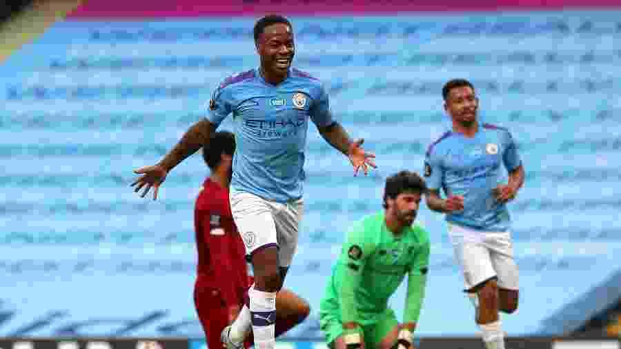 Sterling e Gabriel Jesus comemoram gol do Manchester City sobre o Liverpool - Victoria Haydn/Manchester City FC via Getty Images