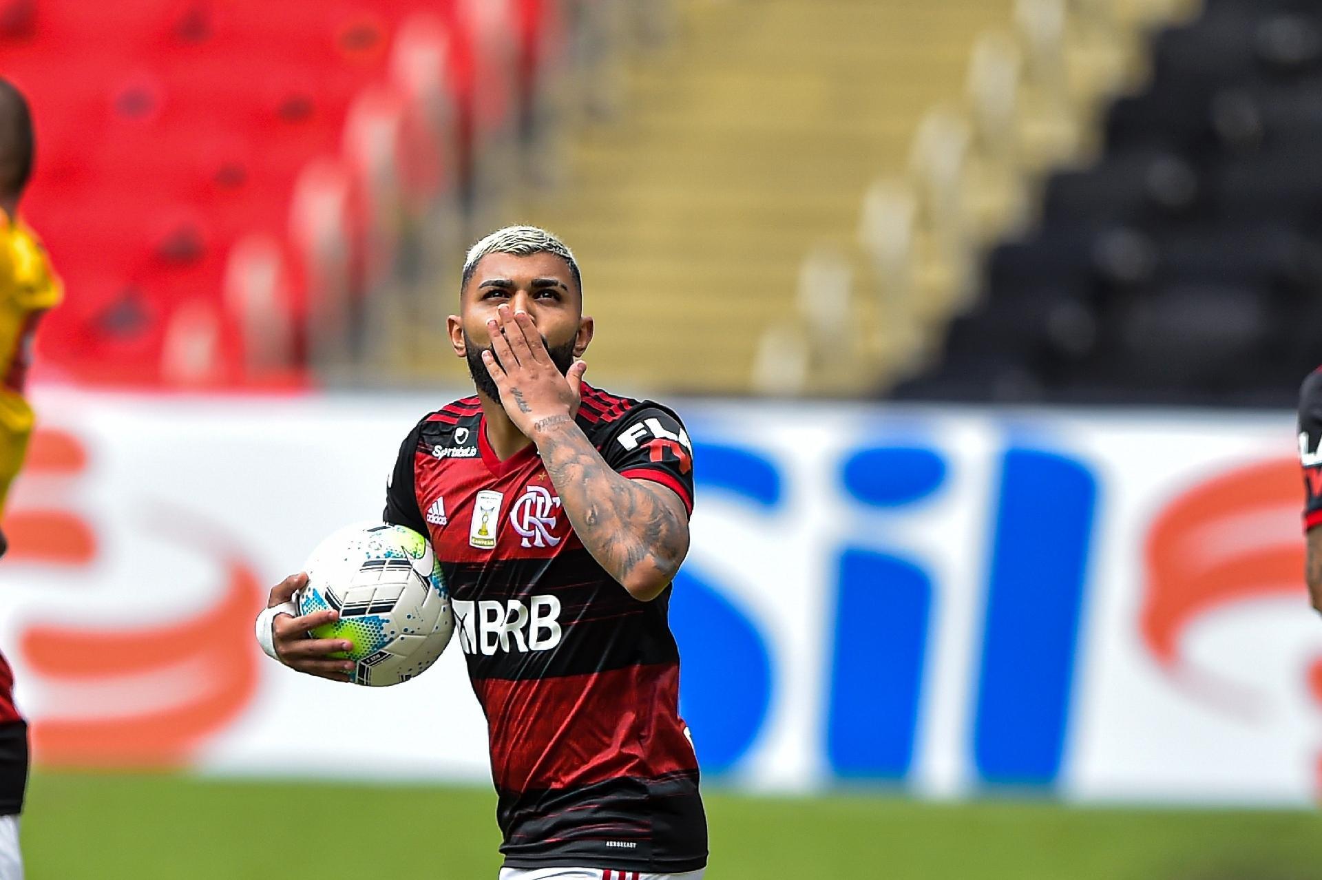 Jogadores brasileiros de futebol são ocos por dentro, diz jornalista