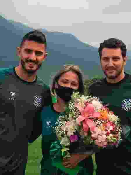 Nutricionista do Figueirense ganhar flores em treino após invasão de torcedores - Patrick Floriani/FFC - Patrick Floriani/FFC