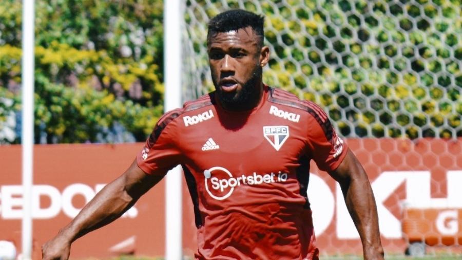 Luan, volante do São Paulo, durante treino no CT da Barra Funda - Fellipe Lucena/São Paulo FC