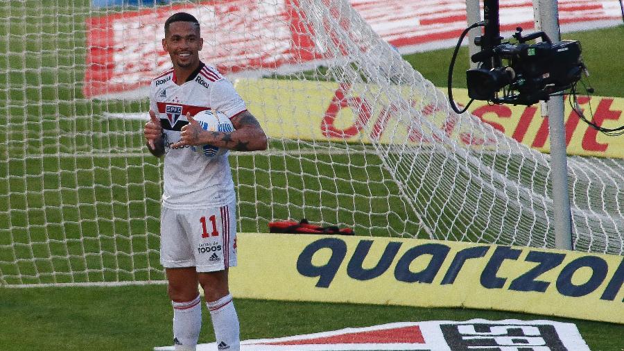 Luciano comemora gol do São Paulo contra o Atlético-GO pelo Brasileirão no Morumbi - Miguel Schincariol/Getty Images