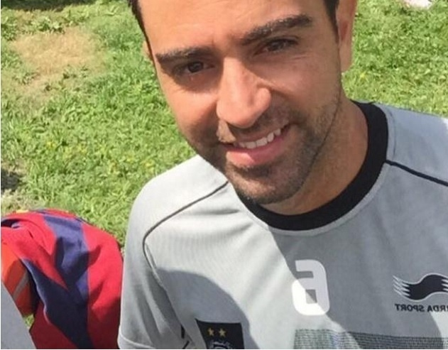 Xavi posa para foto depois de treinamento que faz parte da pre-temporada do Al Sadd