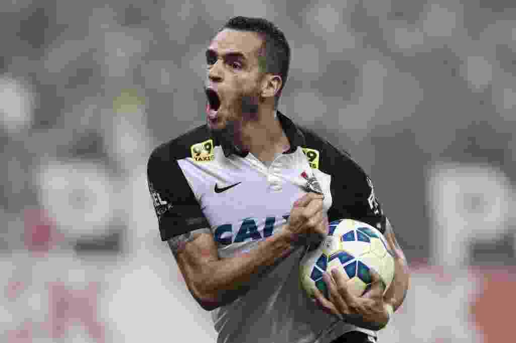 Renato Augusto solta o grito de gol no empate do Corinthians contra o Grêmio - Ale Cabral/Folhapress