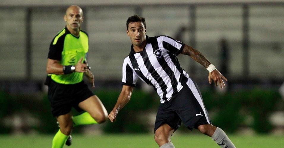 Uruguaio Salgueiro atuou como titular no Botafogo contra o Bangu