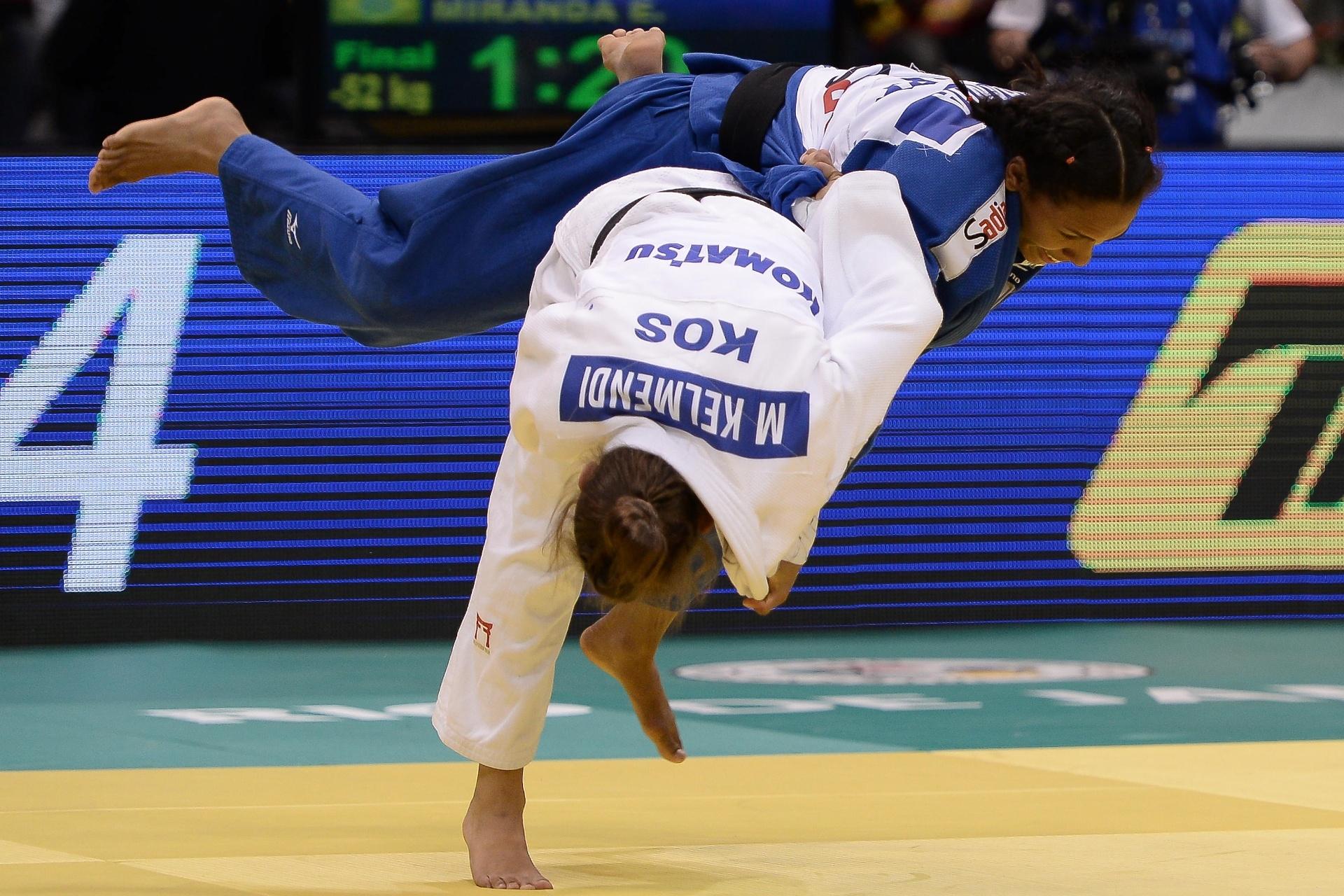Majlinda Kelmendi bate a brasileira Erika Miranda no Mundial de Judô de 2013, no Rio de Janeiro
