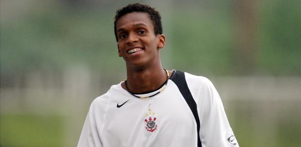 Jô na primeira passagem pelo Corinthians: centroavante volta ao clube