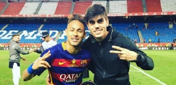 Alvaro Costa posa com Neymar em Barcelona. Dupla está sempre junta pelo mundo
