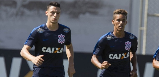 Mantuan e Pedrinho treinam no time profissional do Corinthians