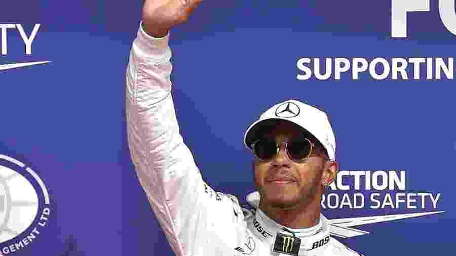 Lewis Hamilton celebra pole alcançada na Bélgica - AFP