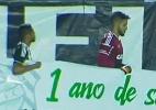 Jogadores do Figueirense homenageiam Chapecoense com faixa antes de jogo - Reprodução/SporTV