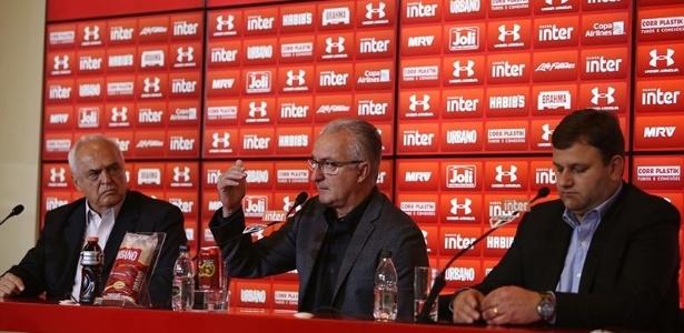 O presidente do São Paulo, Leco, Dorival Júnior e o ex-diretor executivo Vinícius Pinotti