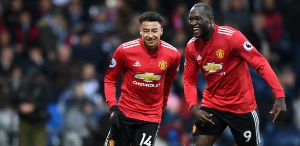 Lingard e Lukaku comemoram gol marcado pelo Manchester diante do West Bromwich