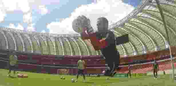 Marcelo Lomba faz defesa em treinamento do Inter e ganha espaço no elenco - Ricardo Duarte/Inter - Ricardo Duarte/Inter