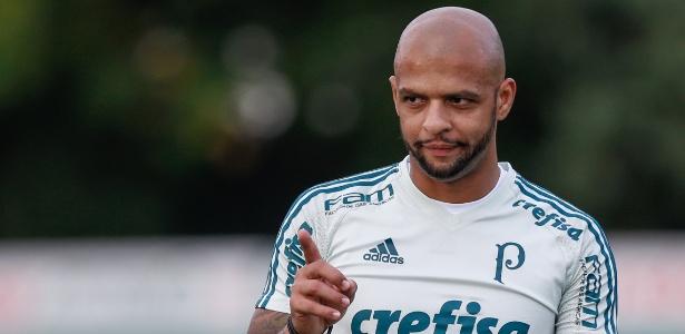 Felipe Melo voltou a treinar no Palmeiras nesta terça-feira (26)