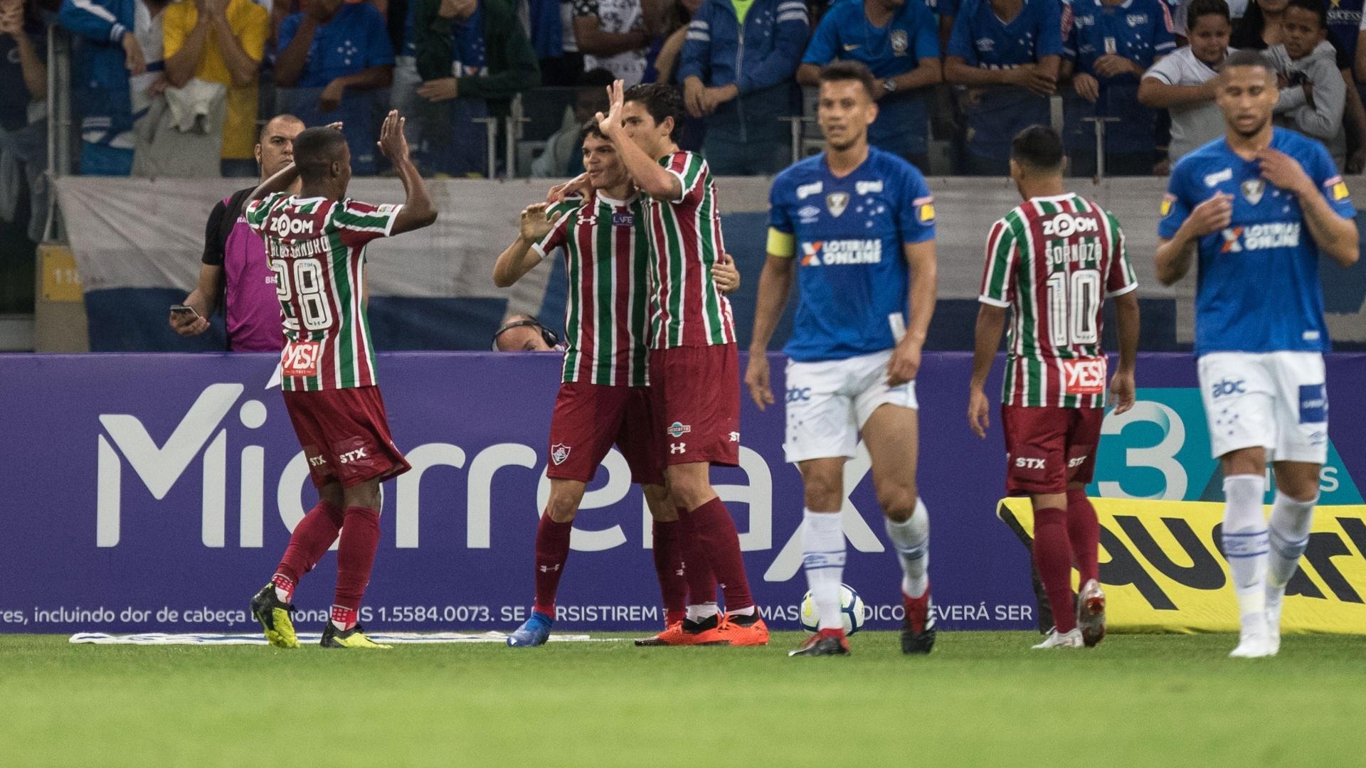 Jogadores do Fluminense comemoram gol sobre o Cruzeiro