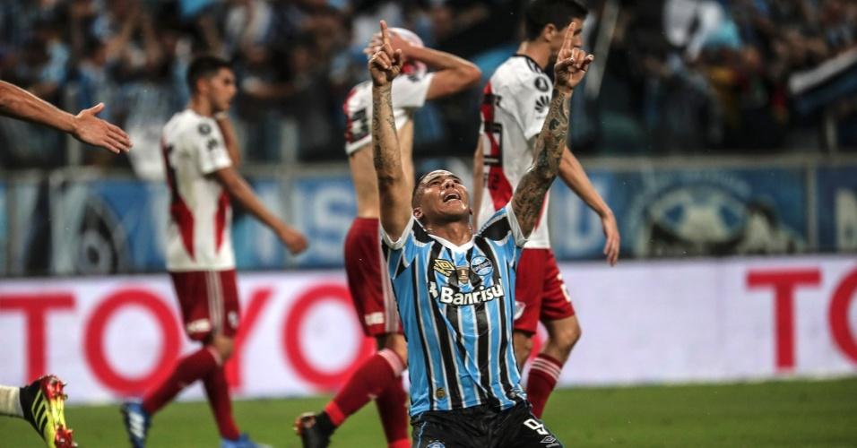 Jael comemora gol do Grêmio sobre o River Plate