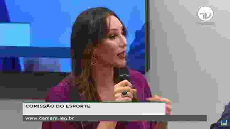 """Tifanny: """"Fui a São Paulo fazer um teste (e ouvi): 'você é muito feminina'. Não fiquei na equipe masculina"""" - TV Câmara/Reprodução"""