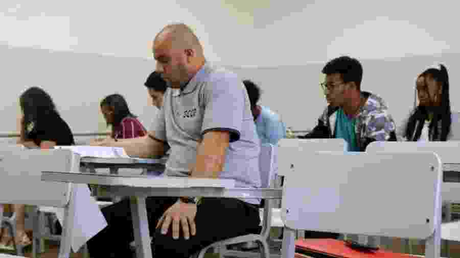 Juarez dos Santos, segurança do Corinthians, presta prova para bolsa universitária - Divulgação