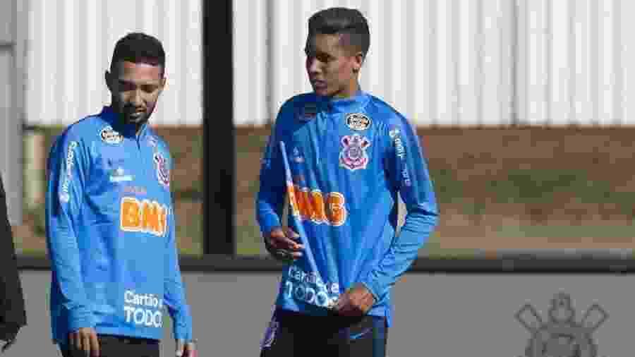Clayson e Pedrinho tentam diminuir influência das preocupações defensivas na conclusão de jogadas - Daniel Augusto Jr/Ag. Corinthians
