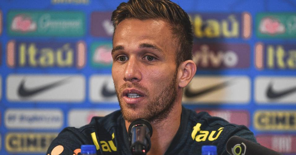 Arthur, durante entrevista coletiva da seleção brasileira