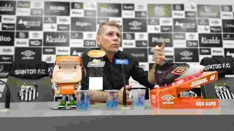 Paulo Autuori concede entrevista no CT do Santos - UOL
