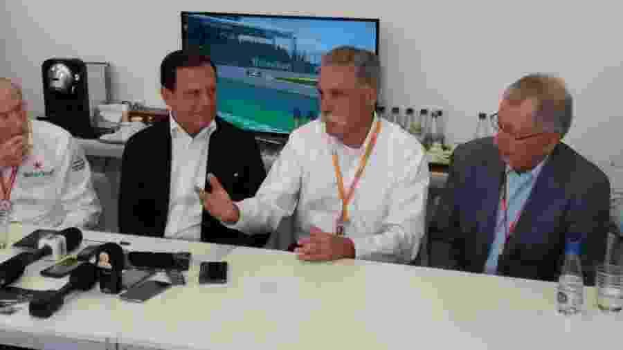João Doria em entrevista coletiva ao lado de Chase Carey, da Liberty Media, proprietária da Fórmula 1 - José Edgar de Matos/UOL