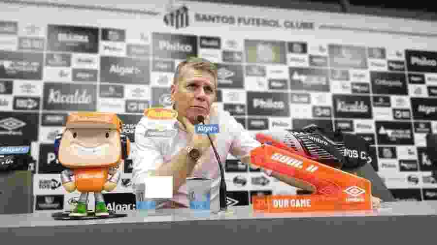 Paulo Autuori concede entrevista coletiva no CT do Santos - UOL