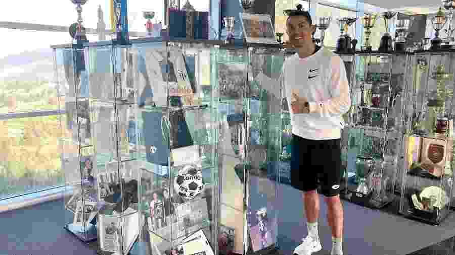 Cristiano Ronaldo visita Nacional da Ilha da Madeira, seu primeiro clube - Divulgação/CD Nacional