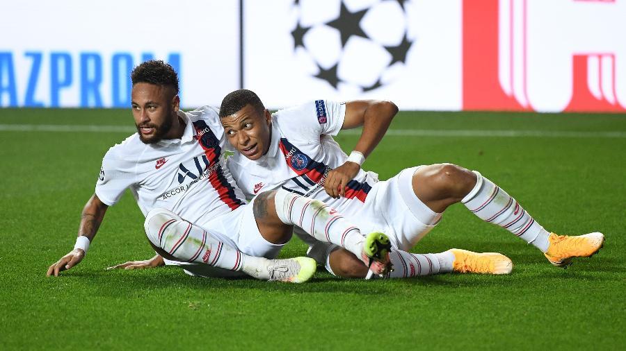 Neymar e Mbappe comemoram gol do PSG  - David Ramos/Getty Images