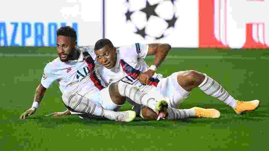 Neymar e Mbappe comemoram um dos gols do PSG sobre a Atalanta, nas quartas de final da Champions - David Ramos/Getty Images