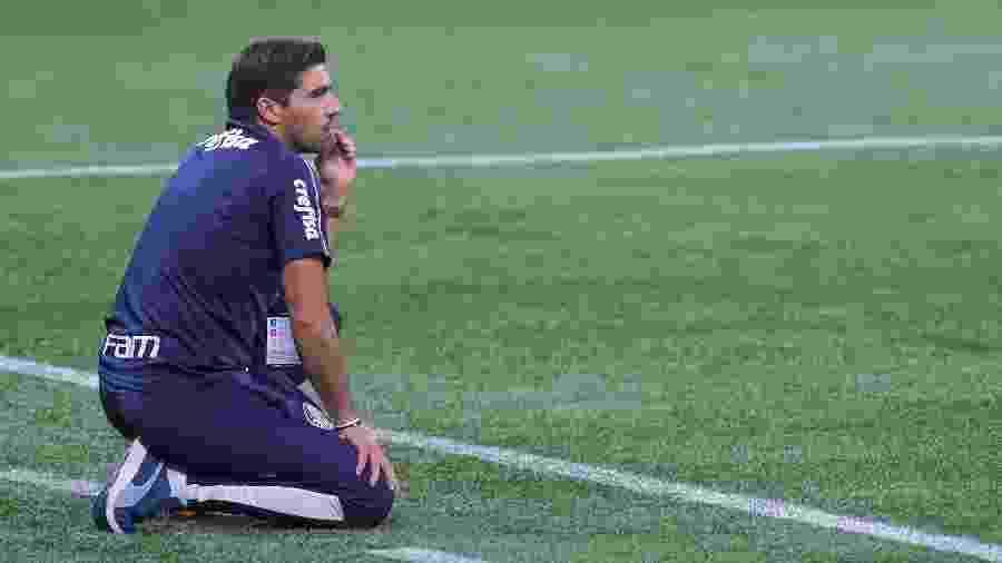 Abel Ferreira comanda o Palmeiras durante partida contra o Delfín, pela Copa Libertadores: nono jogo do português - Marcello Zambrana/AGIF