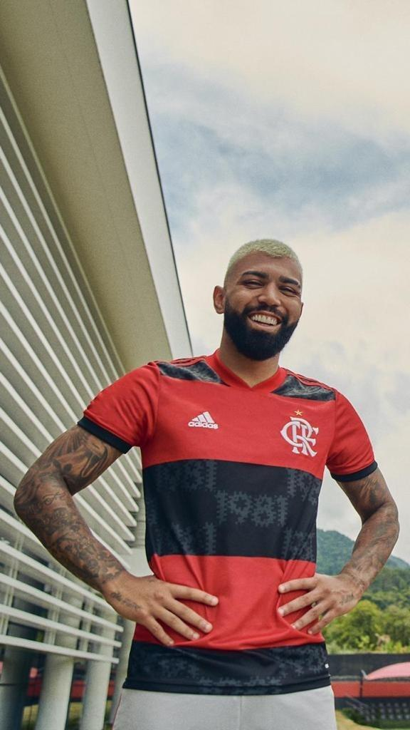 Gabigol com novo uniforme do Flamengo para 2021