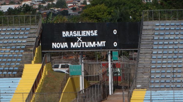 Placar utilizado no estádio Serejão em Brasiliense x Nova Mutum pela Série D - Marinho Saldanha/UOL - Marinho Saldanha/UOL