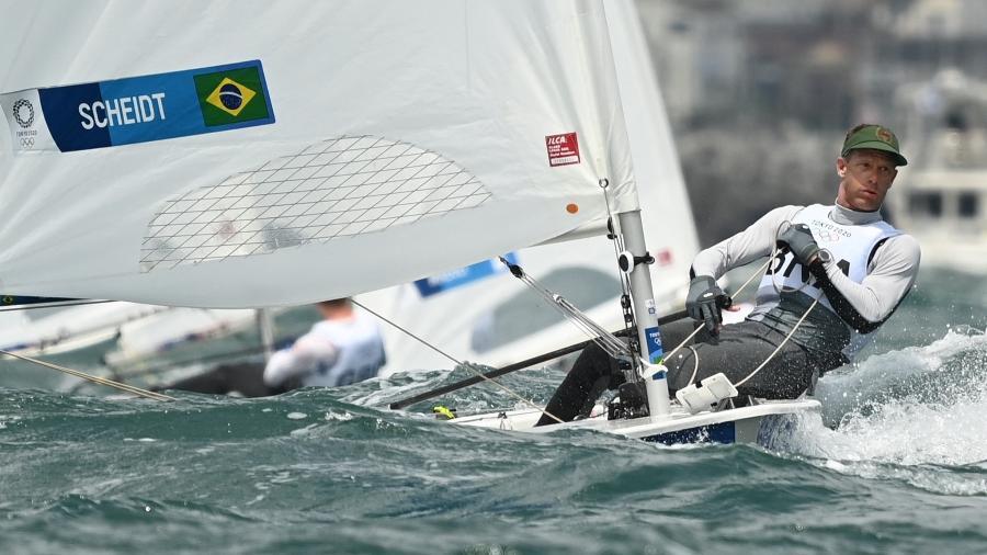 Robert Scheidt, durante regata da Laser masculina nas Olimpíadas de Tóquio - Peter PARKS / AFP