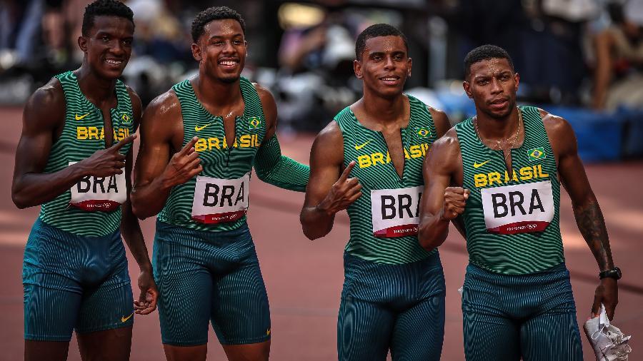 Atletas do revezamento 4x100mm masculino do Brasil, Rodrigo Nascimento, Felipe Bardi, Derick Silva e Paulo Andre no estádio olímpico de Tóquio - Jonne Roriz/COB