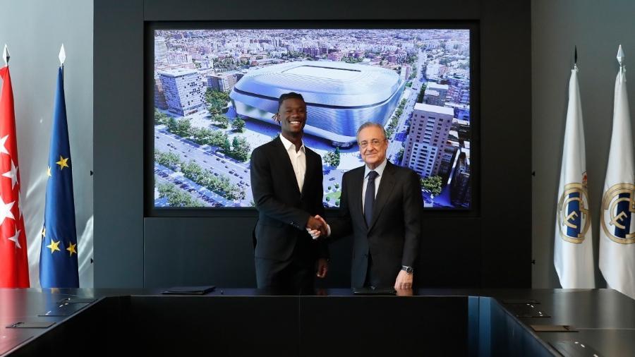 Camavinga com o presidente do Real Madrid, Florentino Pérez - Reprodução/Twitter