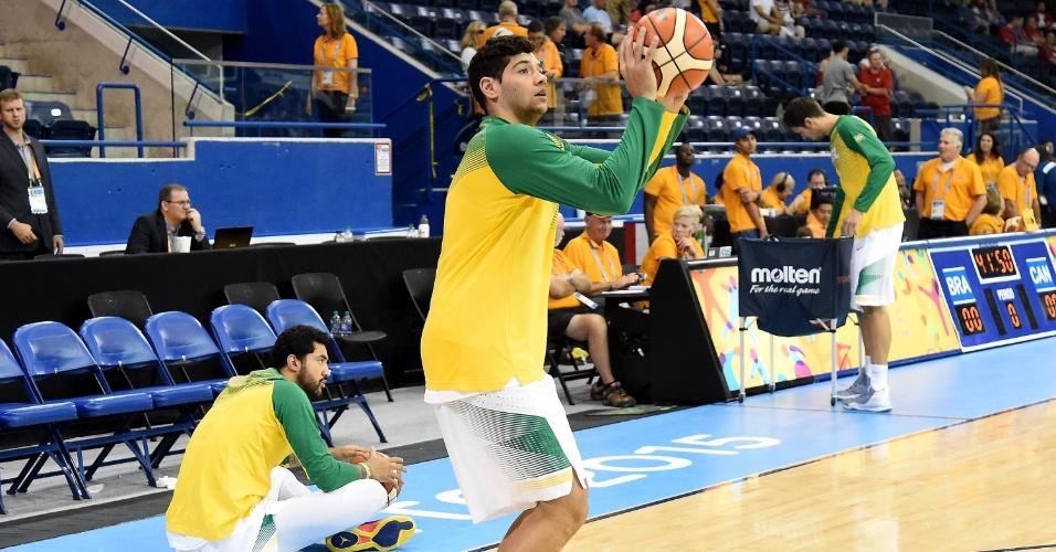 Léo Meindl se aquece antes da final do basquete masculino entre Brasil e Canadá